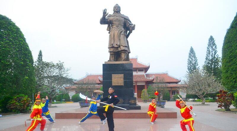 biểu diễn trống trận vàvõ thuật Tây Sơn